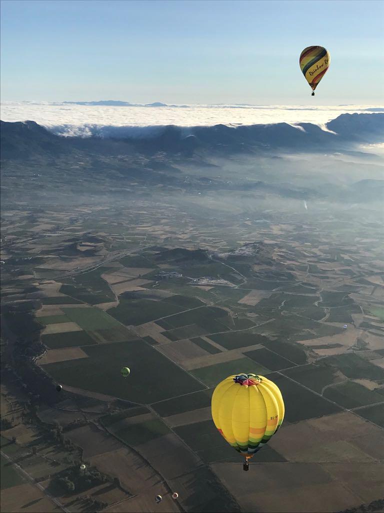 vuelo globo en haro nubes