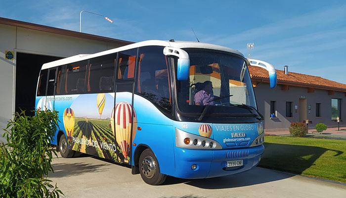 Servicio transporte autobus globos Arcoiris